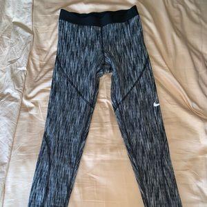 Nike PRO Crop Workout Leggings LIKE NEW